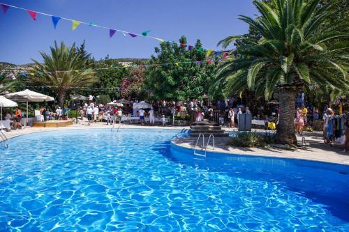 Kamares Club Pool area