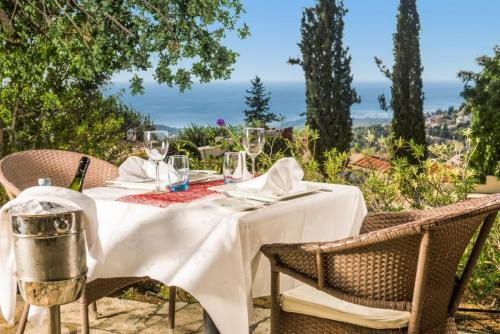 kamares club- table for 2
