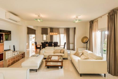 kamares luxury interior